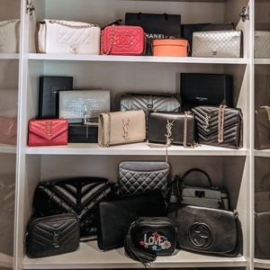 Welcome to my tiny closet! ❤️